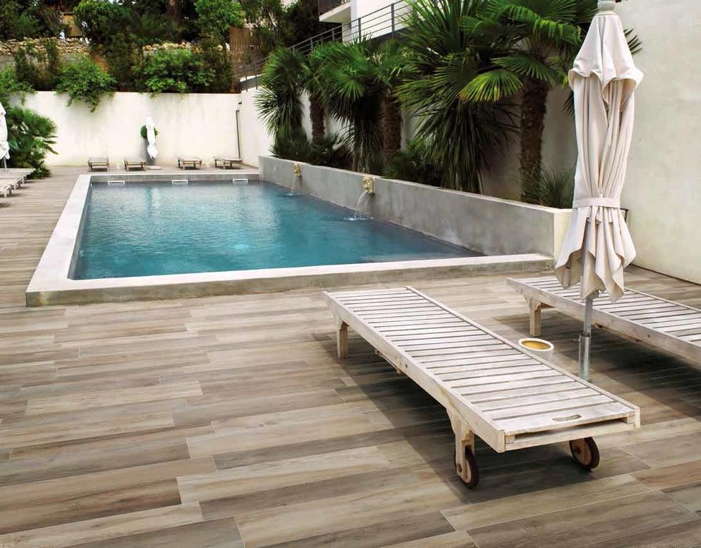 Venkovní dlažba jako dřevo k bazénu Ricchetti Barriques Multicolor Grip