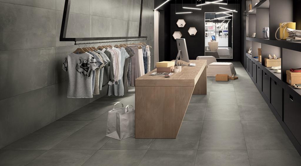 VELKOFORMÁTOVÁ dlažba v butiku Castelvetro Fusion Piombo