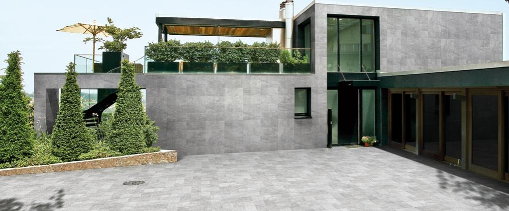 Obklad domu šedou dlažbou Cedir Materia Grigio