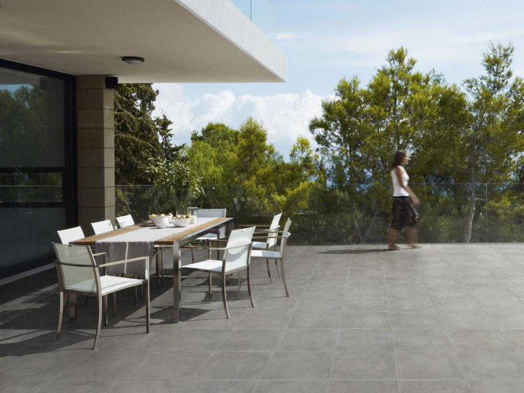 Šedá terasová slinutá dlažba Ascot Concreate Grigio