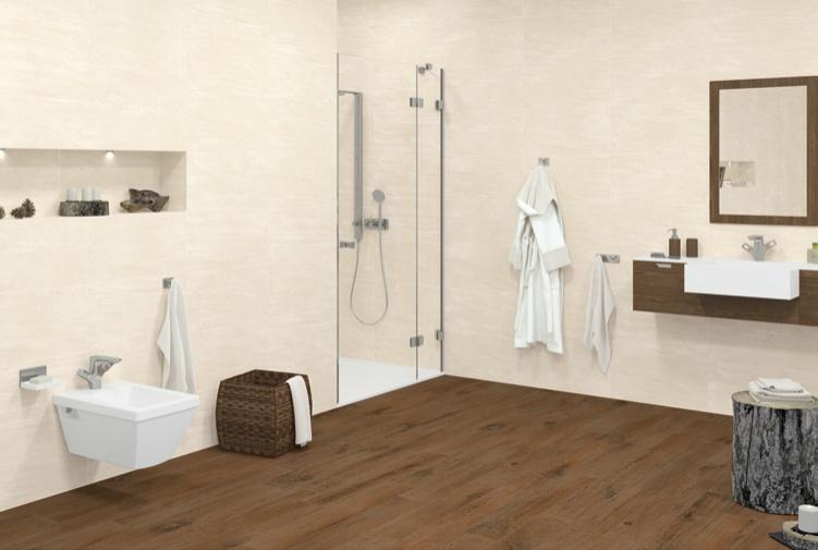 Světle béžový obklad v koupelně s dlažbou jako dřevo Aleluia Ceramicas Série Ocean Beige a Tavole Brown