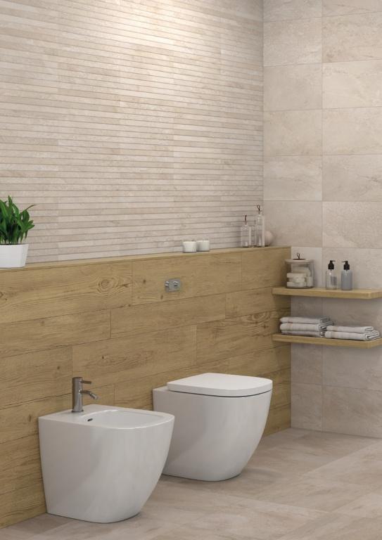 Záchod s obklady jako dřevo Aleluia Ceramicas Série Rock Sand a Shell a Decor Carved R. Sand