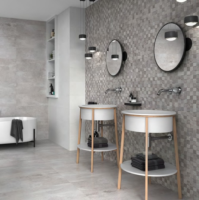 Šedá kamenná mozaika v koupelně Grupo Halcon Ceramica BRIO GRIS a BRIO KUBIC GRIS
