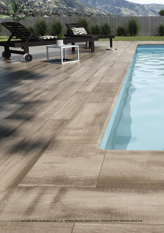 Dlažba kolem bazénu s kresbou dřeva od výrobce Exagres kolekce Natura Etna