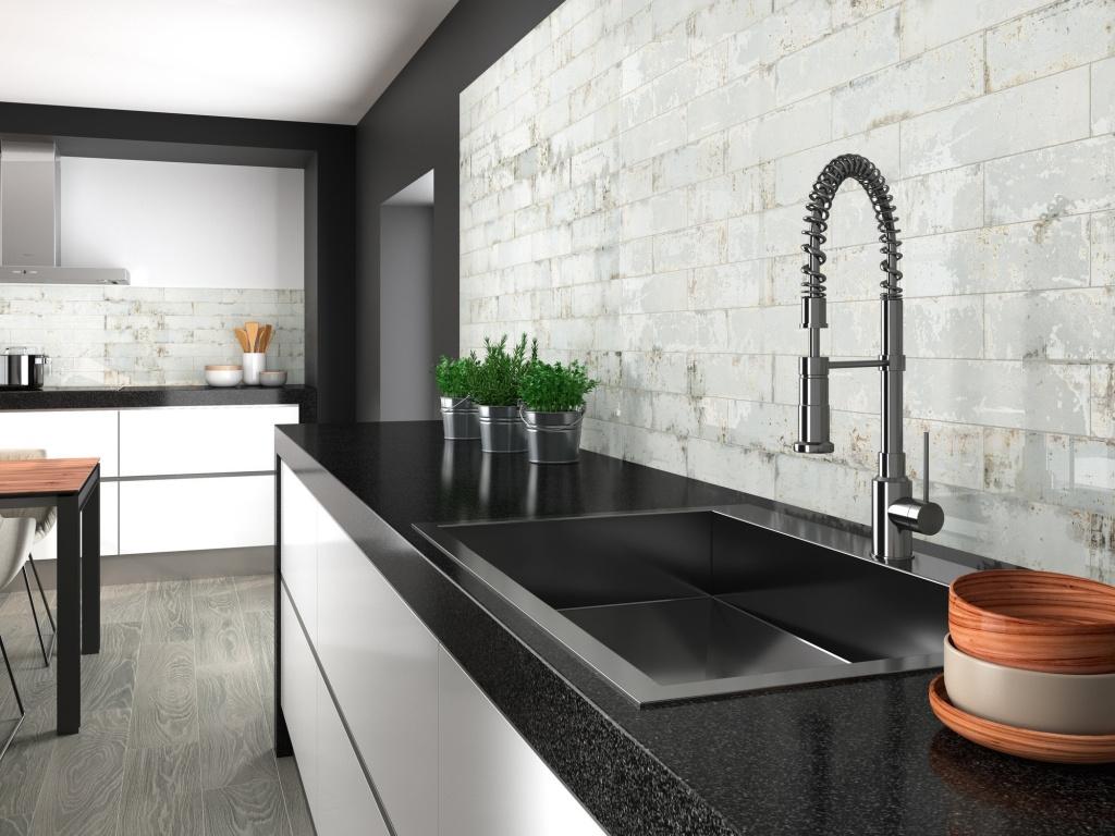 Obklad do kuchyně se vzhledem světlých cihel od výrobce Ape Grunge