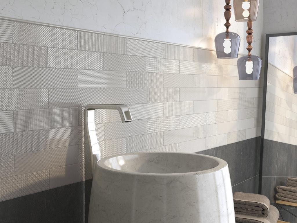 Vzorovaný šedo-bílý obklad do koupelny od výrobce Ape Monocroma