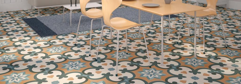 Veselá interiérová dlažba se čtyřlístky od výrobce Cicogres Valeria