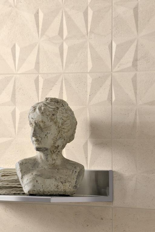 Světlý obklad do koupelny s přírodním vzhledem od výrobce Coem Ceramiche Reverso