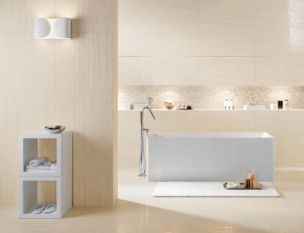 Přírodní světlý obklad do koupelny od výrobce Coem Ceramiche Travertino Romano Scanalato