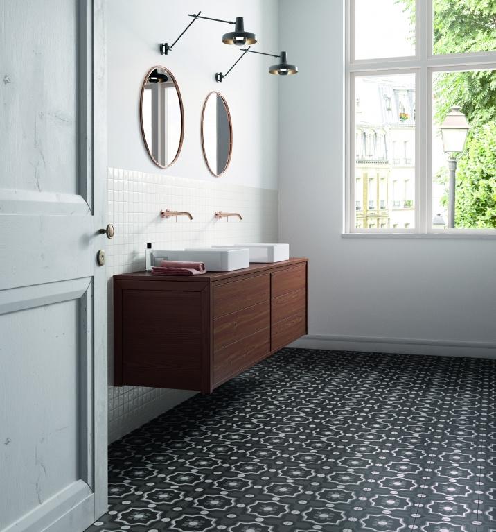 Tmavší dlažba do koupelny s ORNAMENTY Sant Agostino Patchwork Black & White