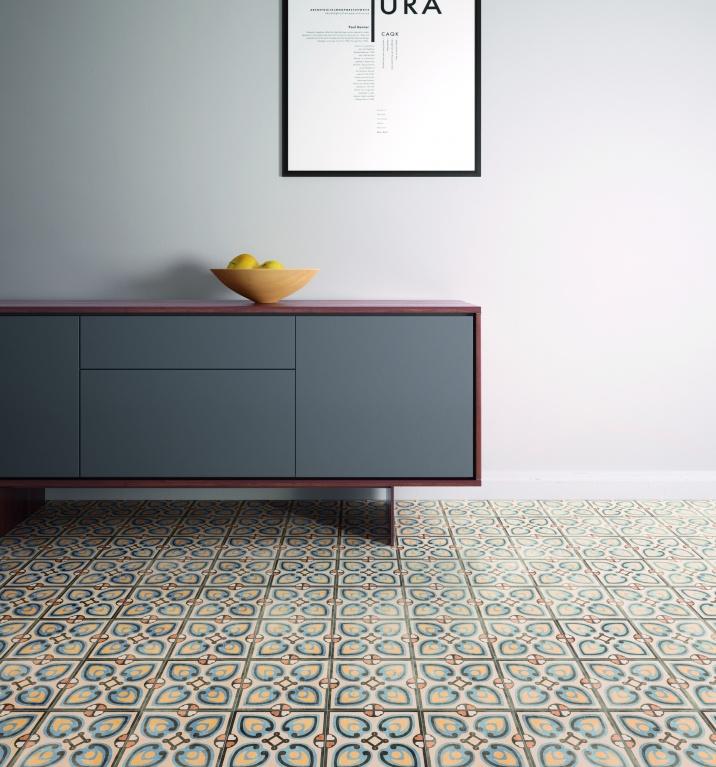 Velmi pěkná dlažba do interiéru se vzory od výrobce Sant Agostino Patchwork Colors