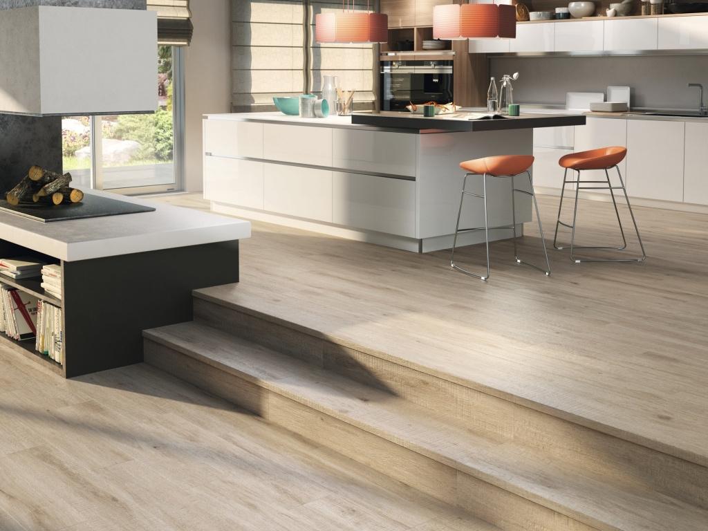 Dlažba do kuchyně v imitaci světlého dřeva od výrobce Ape Alabama