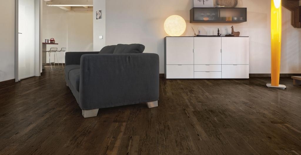 Tmavá dlažba do interiéru v imitaci dřeva od výrobce Elios Grand Sequoia