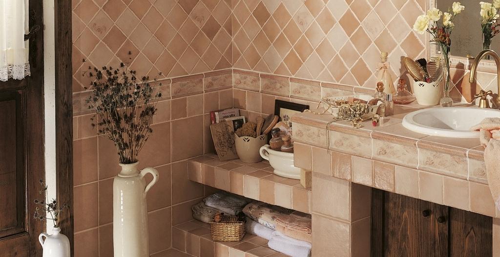 Světle růžové obklady s jemným vzorem do koupelny od výrobce Elios Mithos