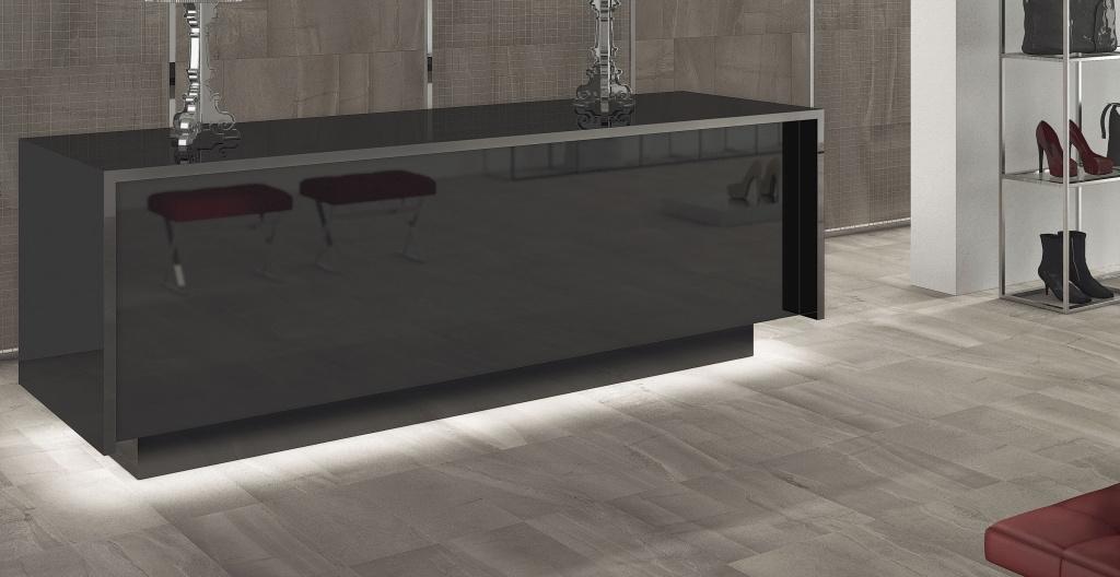 Světlá dlažba a tmavší obklad v přírodním vzhledu od výrobce Elios Burlington