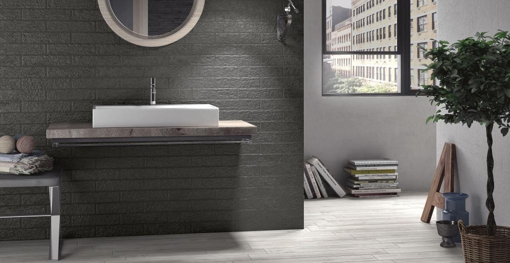 Tmavý obklad a světlá dlažba do koupelny od výrobce Elios The Wall
