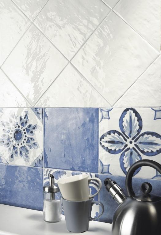 Modrý a bílý obklad a obklad se vzory do kuchyně od výrobce La Fenice Polveri Vietresi Wall