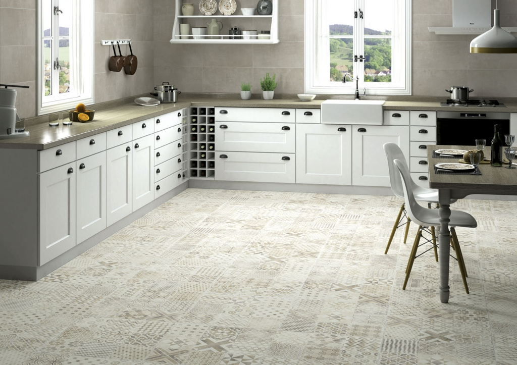 Dekorovaný patchworkový obklad a dlažba v kuchyni Aleluia Ceramicas Série Valle Alpe Beige