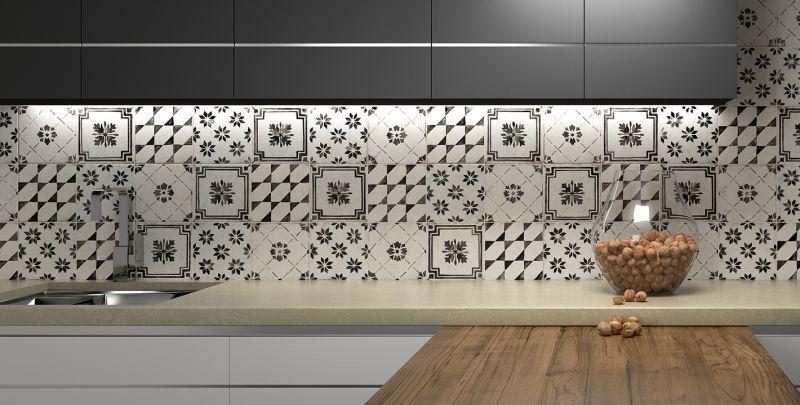 Černobílý dekorovaný obklad Del Conca Sorrentina