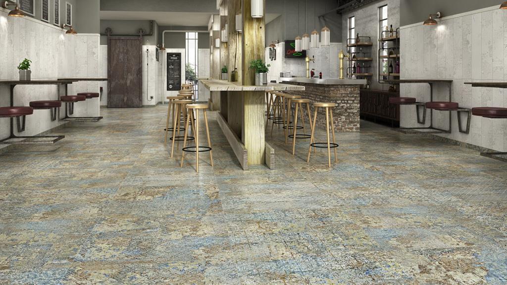 Dlažba neobvyklého designu s prvky kovu, krajky a tapety Aparici Carpet