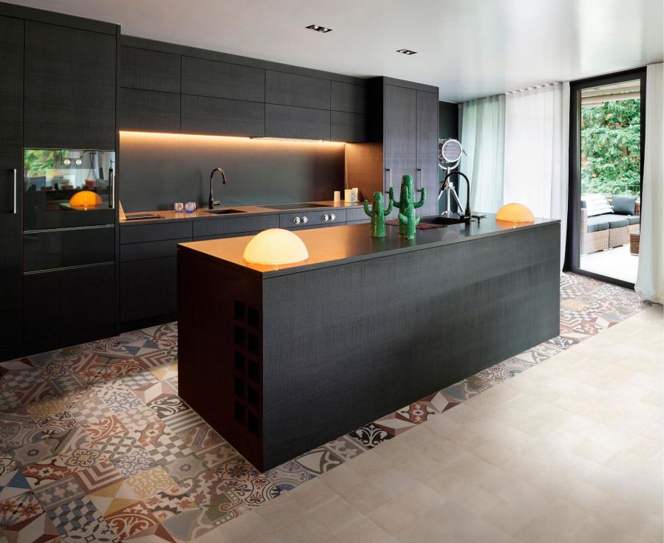 Moderní kuchyně s retro dlažbou Codicer Rialto Mix Warm