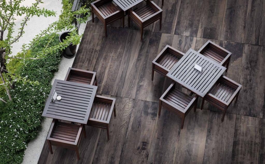 Tmavší 20mm dlažba imitující dřevo od výrobce Del Conca HVW208 Vignoni Wood
