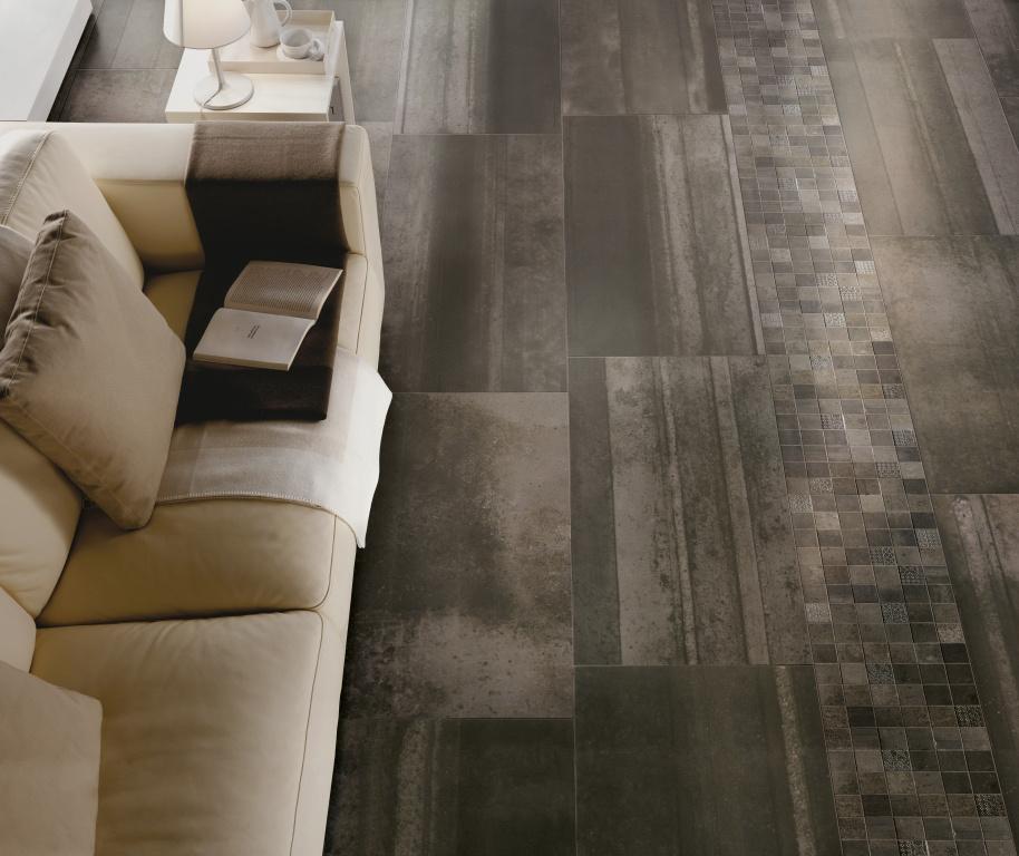 Kreativní dlažba imitující kov Sichenia Iron Antracite 45x90