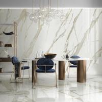 Luxusní interiér obývacího pokoje za použití leštěných slinutých dlaždic