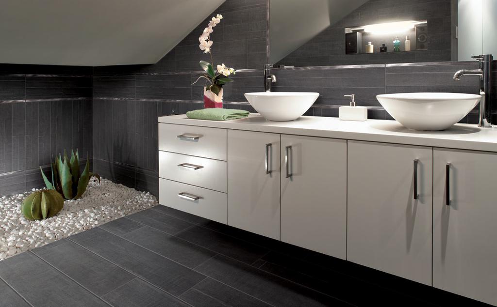 Koupelny v podkroví inspirace Cerdomus Barrique Noir