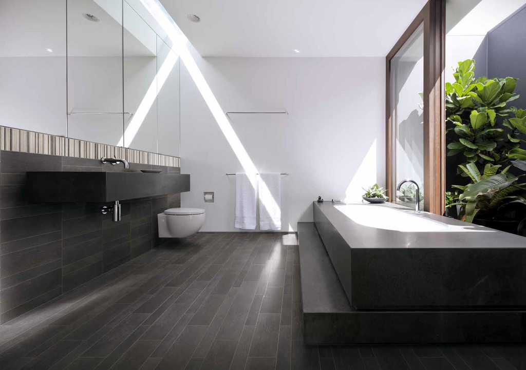 Dlažba s kresbou dřeva v koupelně Cerdomus Stage Pointe Black