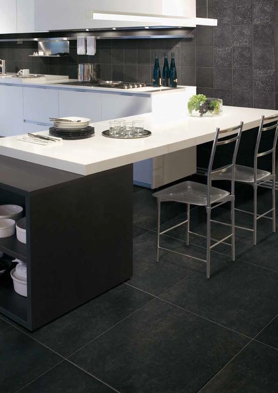 Tmavá dlažba v kuchyni Cerdomus Tableau Noir
