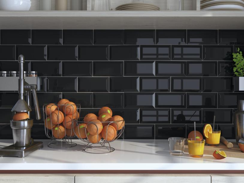 Černé kuchyňské obklady v imitaci cihly Apegrupo Metro