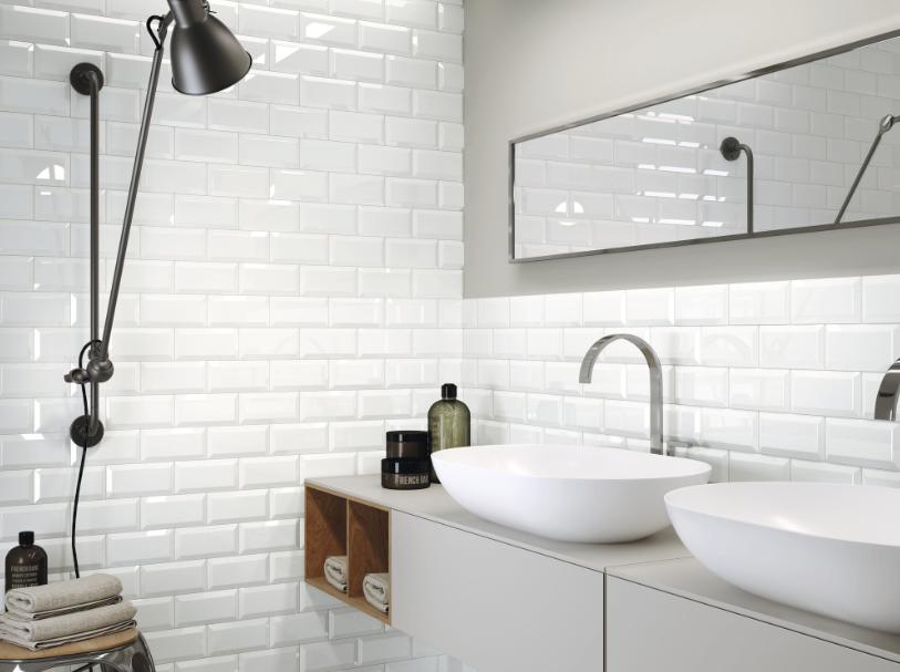 Bílé koupelnové obklady v imitaci cihly Apegrupo Metro