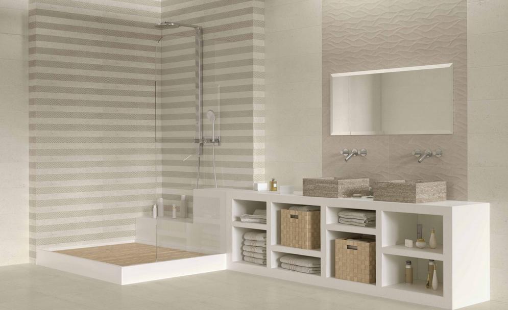 Elegantní koupelna s obkladem v dekoru pruhů Undefasa Saona