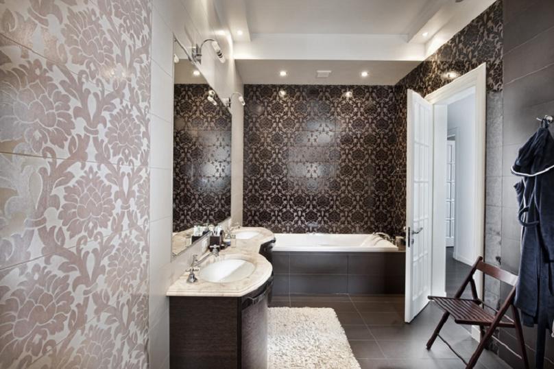 Hnědé obklady a dlažba do koupelny s ornamenty Settecento New Baroque