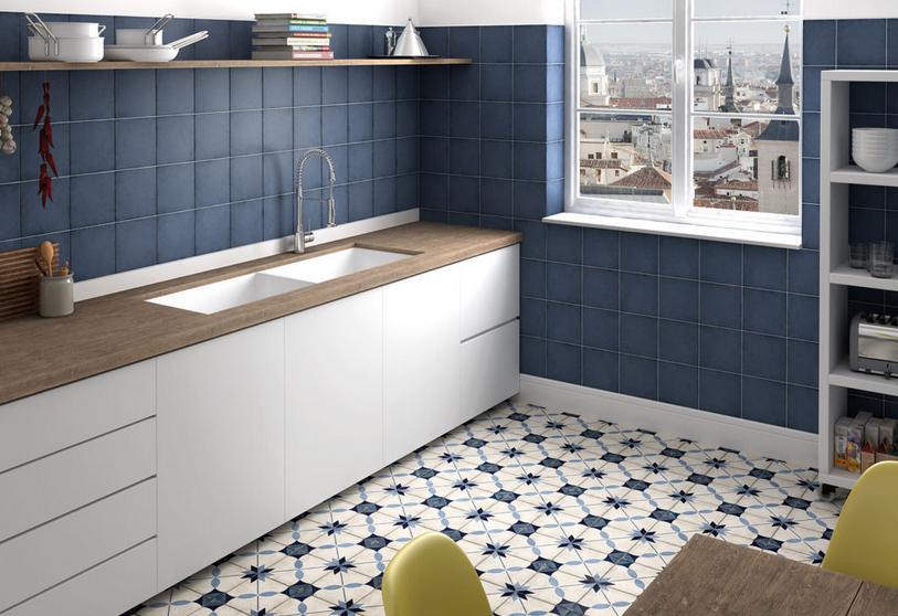 Modrobílá dlažba do kuchyně se vzorem Equipe Art Nouveau